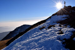 Silueta en la selección de la montaña Imagenes de archivo