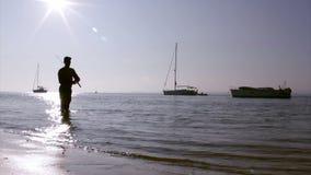 Silueta en los humedales de Ria Formosa, Algarve, Portugal del pescador Fotos de archivo