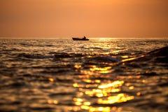 Silueta en salida del sol, Tailandia del pescador Fotografía de archivo libre de regalías