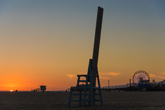 Silueta en Santa Monica Beach Foto de archivo libre de regalías