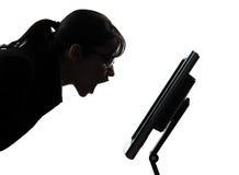 Silueta enojada de griterío computacional del ordenador de la mujer de negocios Imágenes de archivo libres de regalías