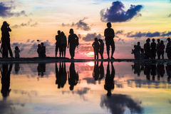 Silueta hermosa de fotógrafos y de la fotografía turística fotografía de archivo