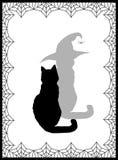 Silueta negra del gato y de su sombra en sombrero de la bruja en blanco Imagen de archivo