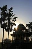 Silueta 84-Pillared del cenotafio en la puesta del sol, Bundi, Rajasthán Foto de archivo libre de regalías