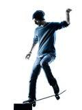 Silueta que anda en monopatín del skater del hombre Imagen de archivo