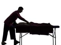 Silueta trasera de la terapia del masaje Imagenes de archivo