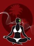 Silueta tropical de la muchacha de la yoga Fotos de archivo libres de regalías