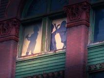 Siluetas únicas de la ventana en Louisville KY Imagenes de archivo