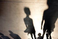 Siluetas borrosas de las sombras de la gente Foto de archivo