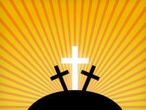 Siluetas de cruces contra un cielo de la puesta del sol.
