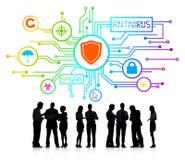 Siluetas de hombres de negocios con antivirus y Spyware Fotos de archivo libres de regalías
