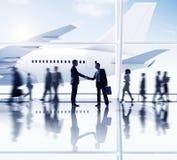 Siluetas de hombres de negocios en el aeropuerto Fotografía de archivo