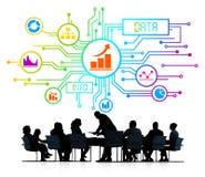 Siluetas de hombres de negocios y de conceptos de los datos Imágenes de archivo libres de regalías