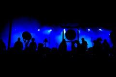 Siluetas de la etapa del concierto Imagenes de archivo