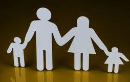 Siluetas de la familia con los niños aislados en fondo amarillo Imagen de archivo libre de regalías