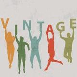 Siluetas de la gente que llevan a cabo letras con la palabra VINTAGE Imagenes de archivo