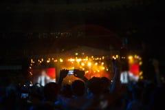 Siluetas de la gente y de músicos Imagen de archivo libre de regalías