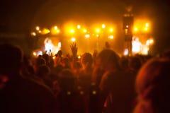 Siluetas de la gente y de músicos Foto de archivo