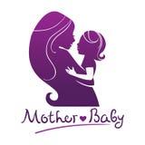 Siluetas de la madre y del bebé Foto de archivo libre de regalías