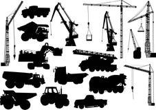 Siluetas de la maquinaria pesada y de las grúas Fotografía de archivo libre de regalías