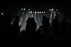 Siluetas de la muchedumbre del concierto de rock Fotos de archivo libres de regalías
