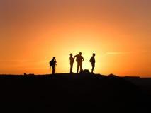 Siluetas de la puesta del sol Imagen de archivo