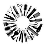 Siluetas de las herramientas para el peluquero en un círculo Imagen de archivo