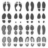 Siluetas de las huellas Las impresiones de los pasos, las botas paso y los pies de pie descalzos imprimen el ejemplo aislado de l libre illustration