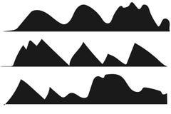 Siluetas de las montañas en el fondo blanco stock de ilustración
