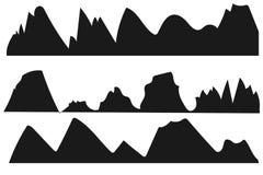 Siluetas de las montañas en el fondo blanco ilustración del vector