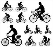 Siluetas de los ciclistas Fotos de archivo