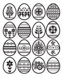 Siluetas de los huevos de Pascua negros aislados en el fondo blanco Huevos de Pascua del d?a de fiesta adornados con las flores y stock de ilustración