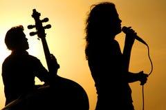 Siluetas de los músicos imágenes de archivo libres de regalías