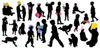 El juego de los niños, siluetas stock de ilustración