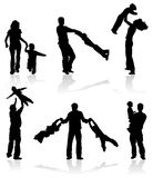 Siluetas de padres con los niños Fotografía de archivo libre de regalías