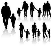 Siluetas de padres con los niños Fotografía de archivo