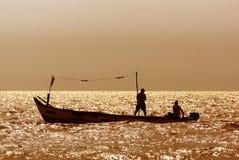 Siluetas de pescadores Imagenes de archivo