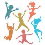 Siluetas de salto de los niños ilustración del vector