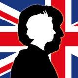 Siluetas de Theresa May y de la reina Elizabeth II con la bandera de Reino Unido Foto de archivo