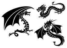 Siluetas de tres dragones fotos de archivo