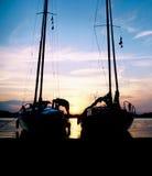 Siluetas del barco de vela Fotografía de archivo