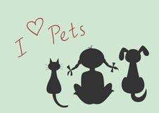 Siluetas del gato, del perro y de la niña que se sientan Imagenes de archivo