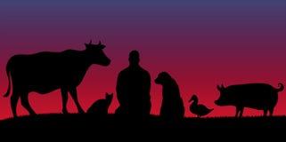Siluetas del hombre con muchos animales en noche con las estrellas Fotos de archivo libres de regalías