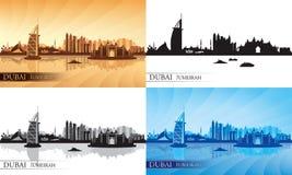 Siluetas del horizonte de la ciudad de Dubai Jumeirah fijadas Foto de archivo