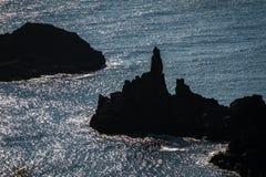 Siluetas del risco, isla de Rebun, Japón Imagenes de archivo