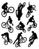 Siluetas del truco de la bici stock de ilustración