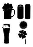 Siluetas del vidrio de cerveza para el día de San Patricio. ilustración del vector