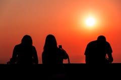 Siluetas en puesta del sol Foto de archivo libre de regalías