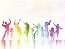 Siluetas felices de los niños que bailan junto Imagenes de archivo