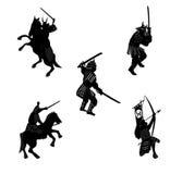 Siluetee al jinete del samurai, arquero, con una espada libre illustration